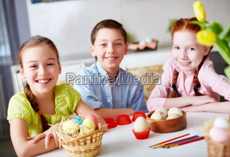 children, at, easter - 13678764
