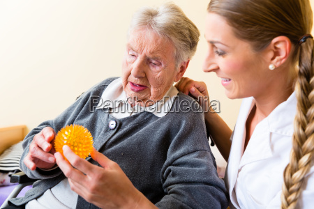 altenpflegerin are physiotherapy at senior