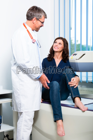doctors at the radiograph of the