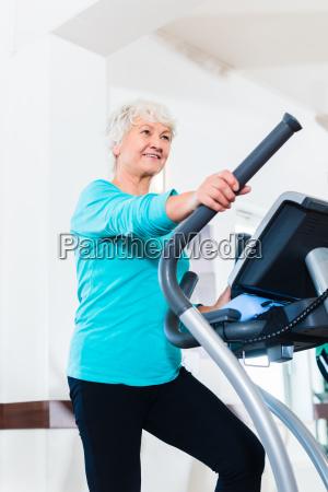 senior, on, eliptical, trainer, makes, sports - 13707518