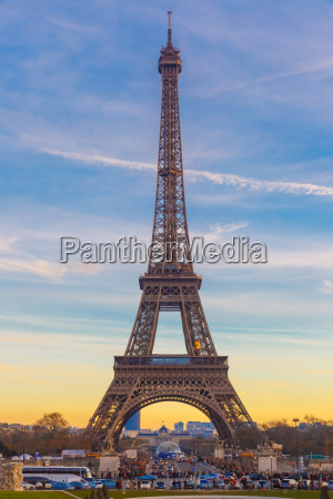 eiffel tower at winter suset in