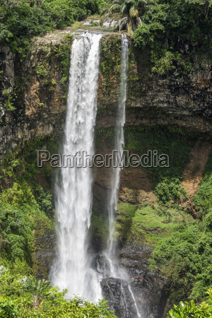mauritius chamarel waterfalls on riviere st