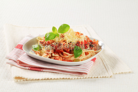 spaghetti with minced meat and grated