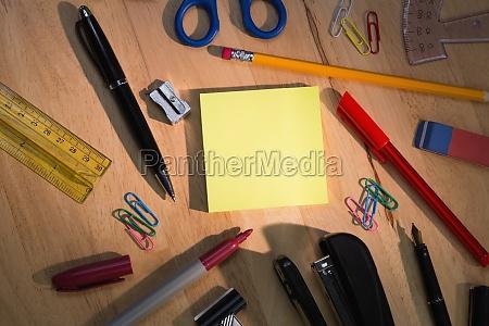 estudio escritorio educacion color computadora alumno