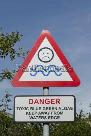 toxic blue green algae warning sign