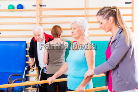 remobilization with seniors in physiotherapy