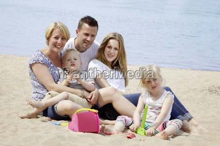 family, at, the, beach - 13829749