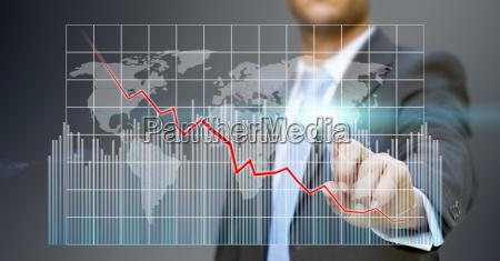 forretningsmand ved hjaelp af digital graf