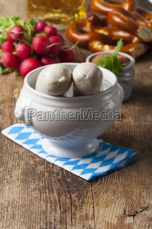 bawarskie kielbaski cielece w bialym puli