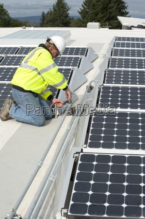 zielona energia technika dostosowuje paneli fotowoltaicznych