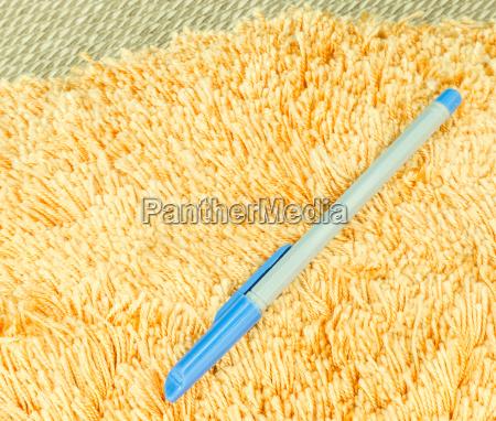 blue, pen, on, orange, hair, fur - 14038811