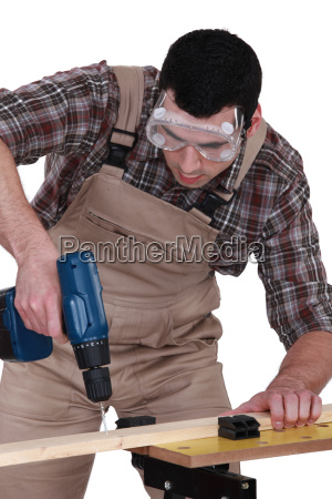handyman, using, a, screwdriver - 14039653