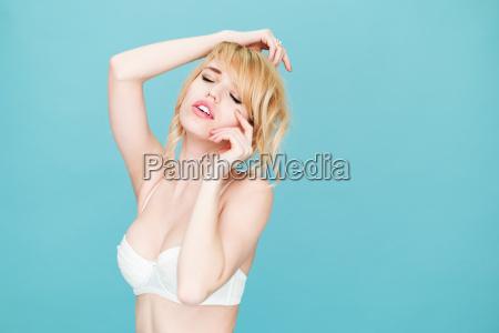 smiling, blond, woman, posing, in, studio - 14042095