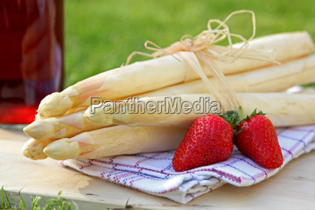 bundle, of, asparagus, strawberries, and, strawberry, liqueur - 14044899