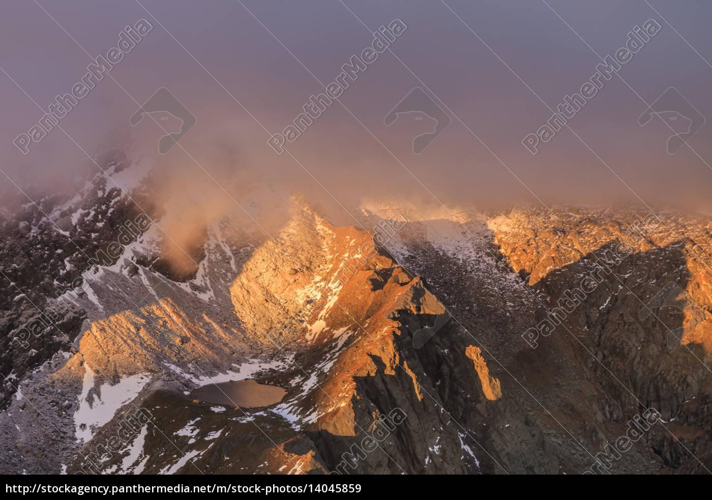 caltun, lake, in, fagaras, mountains - 14045859