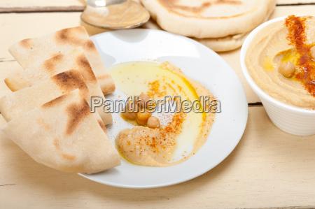 hummus, with, pita, bread - 14049205