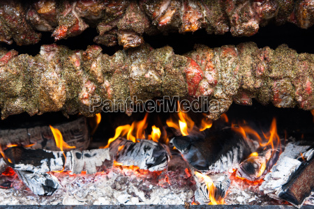 meat, skewer, over, an, open, fire - 14051541