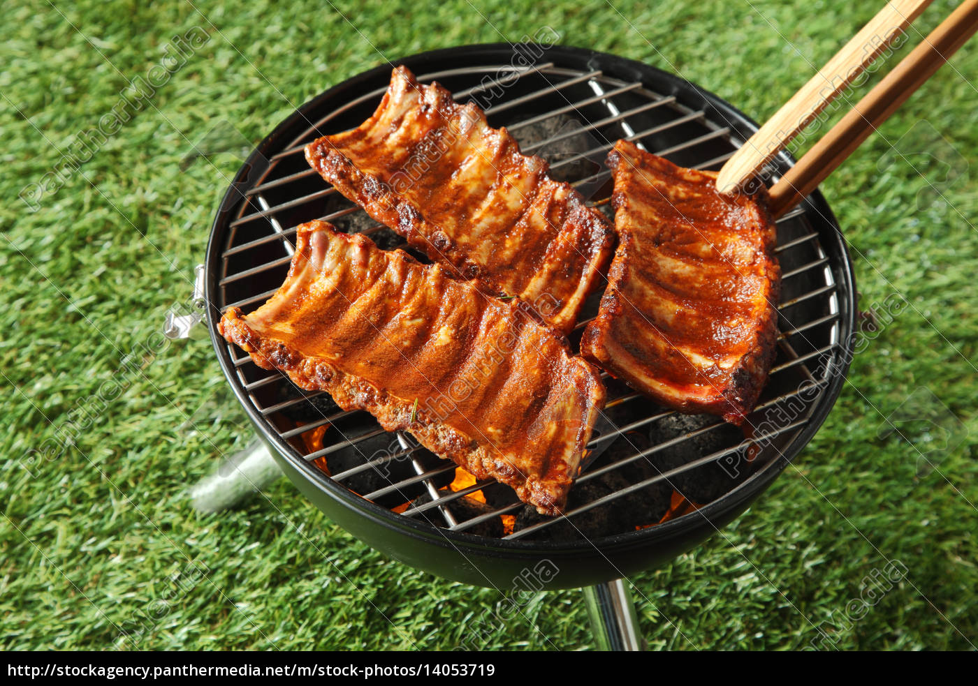 portions, of, spicy, spare, rib, grilling - 14053719