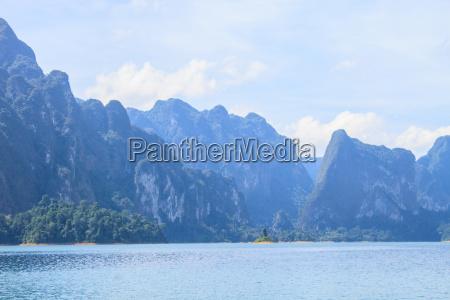 khao sok park mountain and lake
