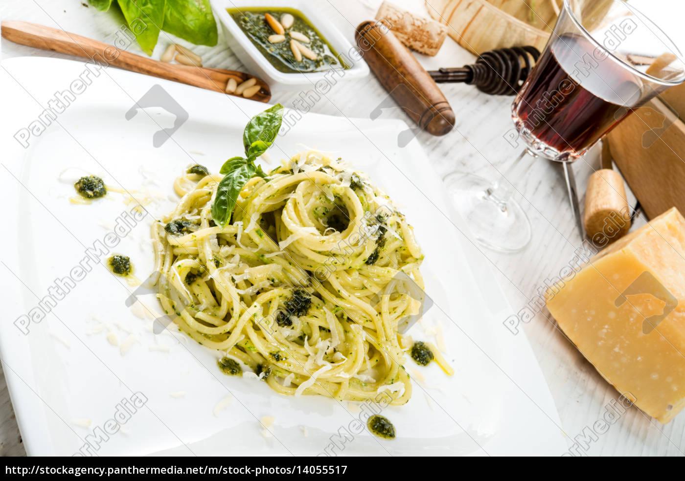pasta, with, pesto, alla, genovese - 14055517