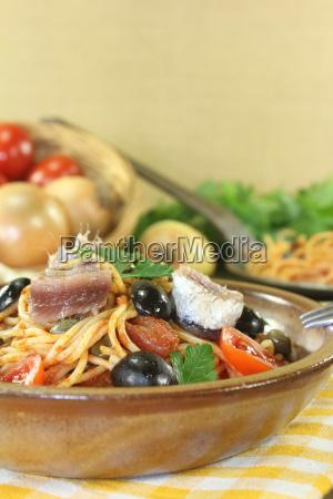 spaghetti alla puttanesca with capers and