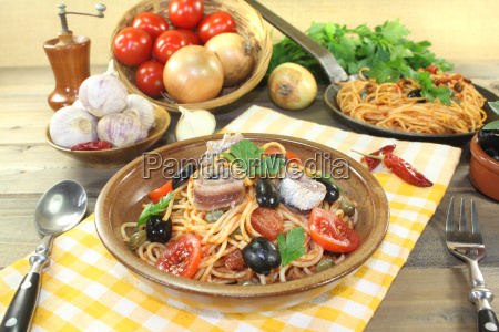 spaghetti alla puttanesca with capers and