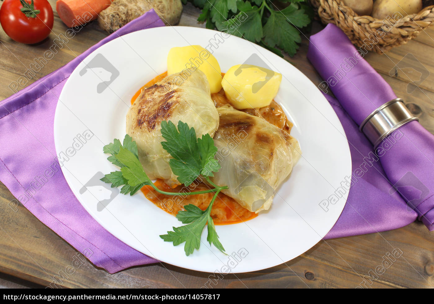 braised, cabbage, roulade, with, potatoes - 14057817