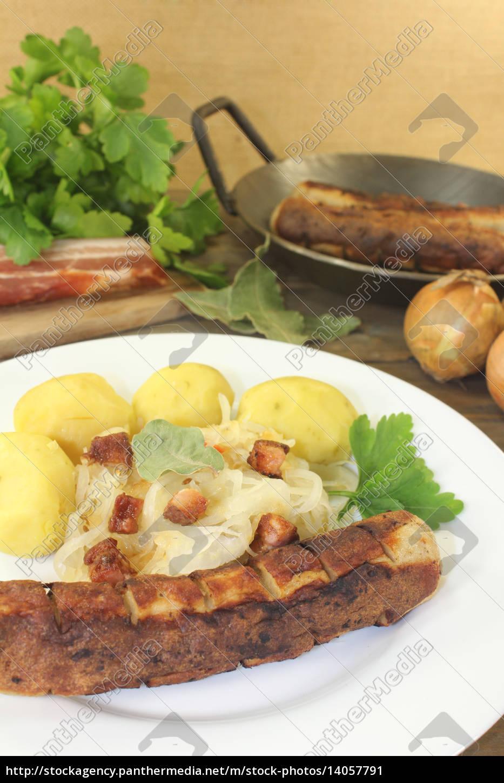 brawurst, with, sauerkraut, and, potatoes - 14057791