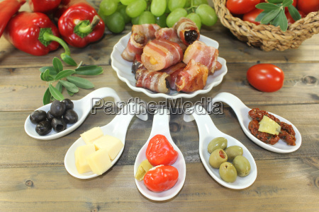 tapas, with, fruit, and, ham - 14057725