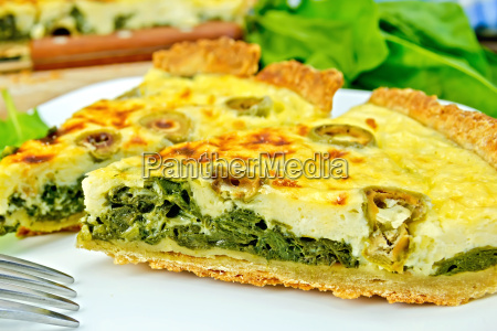 pie, with, spinach, and, olives, on - 14058895