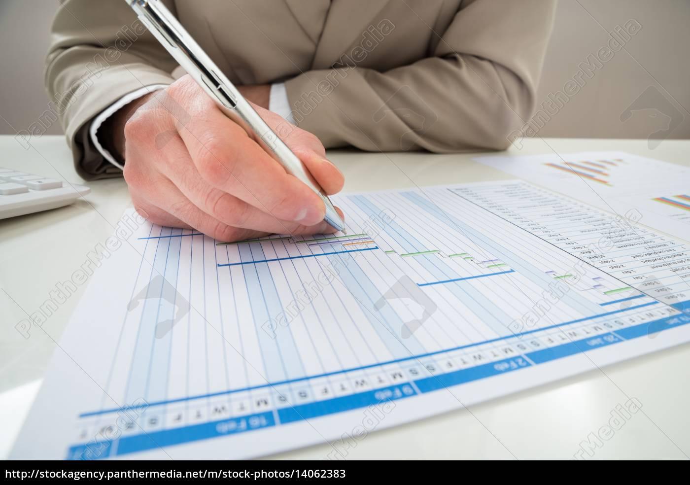 businessman, making, gantt, diagram - 14062383