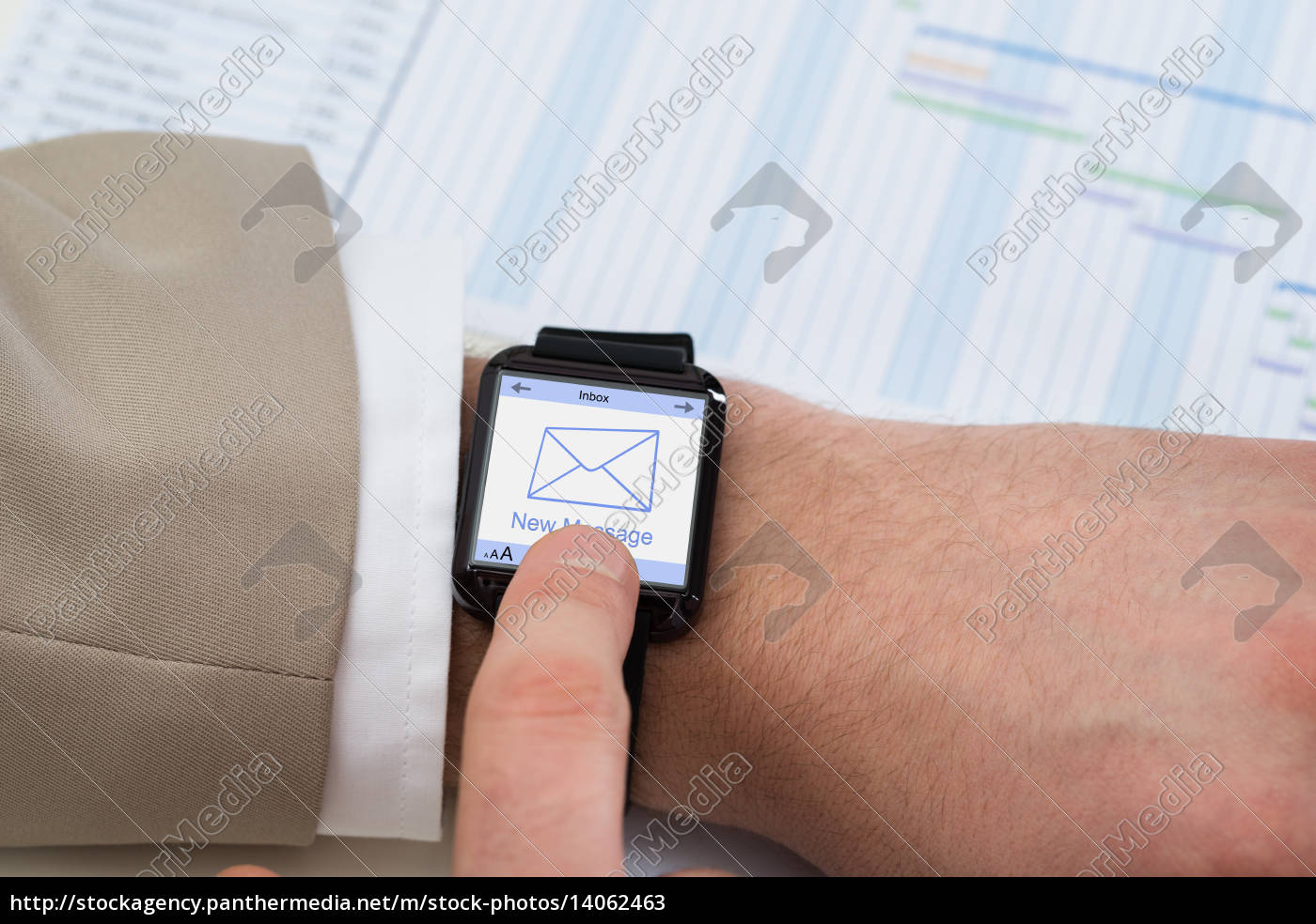 hand, with, smartwatch, showing, unread, message - 14062463