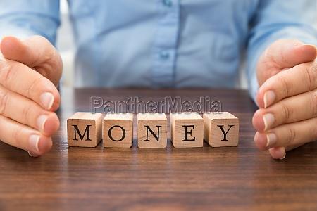 businessperson, saving, the, word, money - 14063163