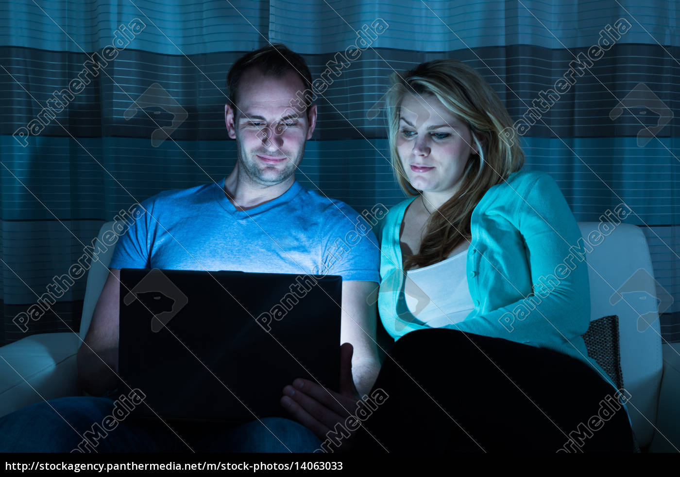 couple, watching, movie, on, laptop - 14063033