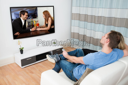 couple, watching, movie, on, television - 14063581