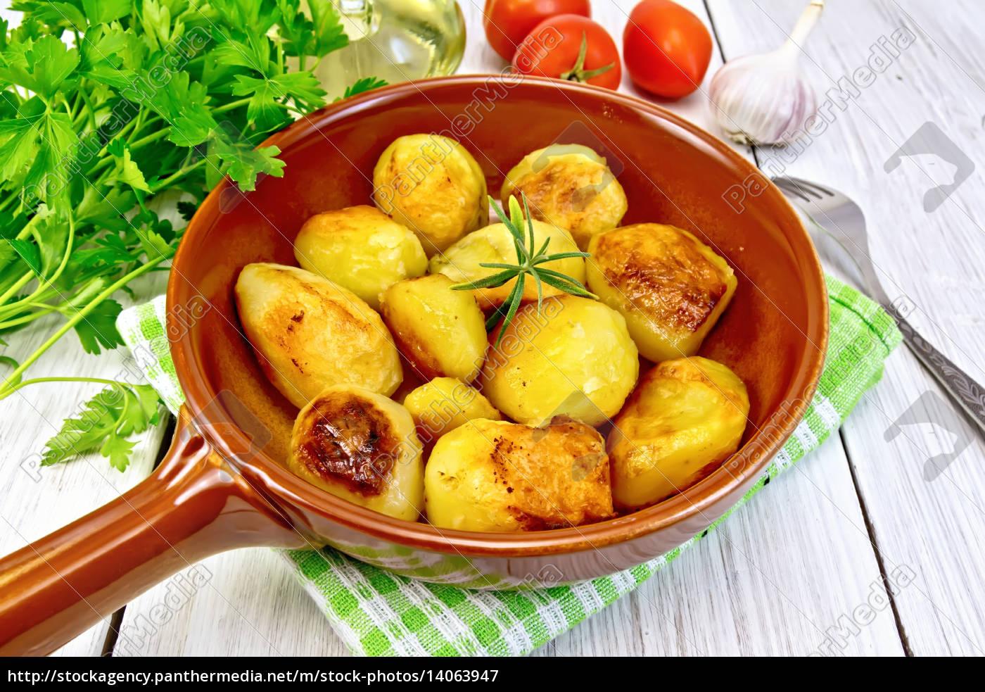 potatoes, fried, in, ceramic, pan, on - 14063947