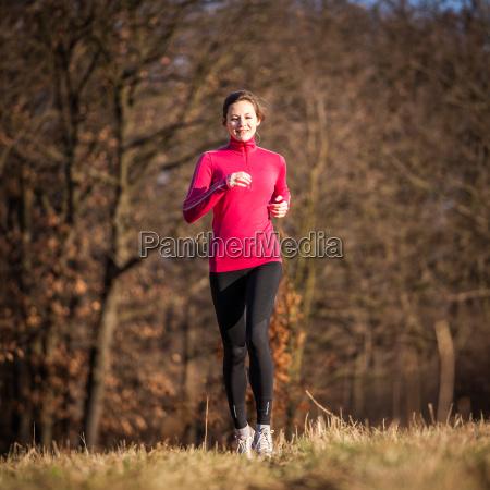 mulher ao ar livre jovem atividade
