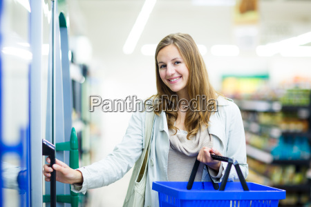 beautiful, young, woman, shopping, for, fruits - 14064737