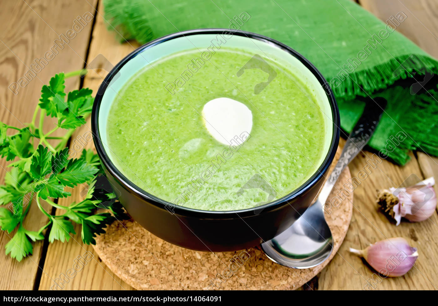 puree, from, spinach, with, garlic, on - 14064091