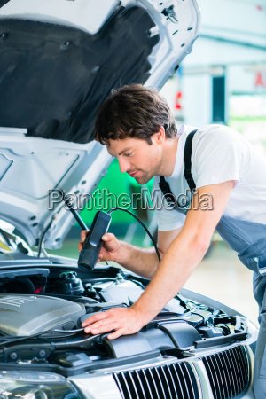 kfz-mechaniker, arbeitet, in, autowerkstatt - 14065369