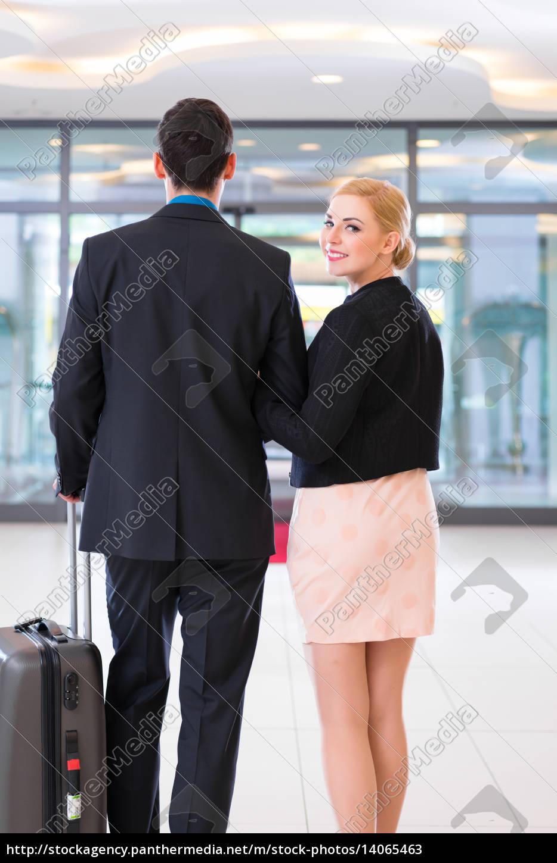 paar, bei, abreise, in, hotellobby, mit - 14065463