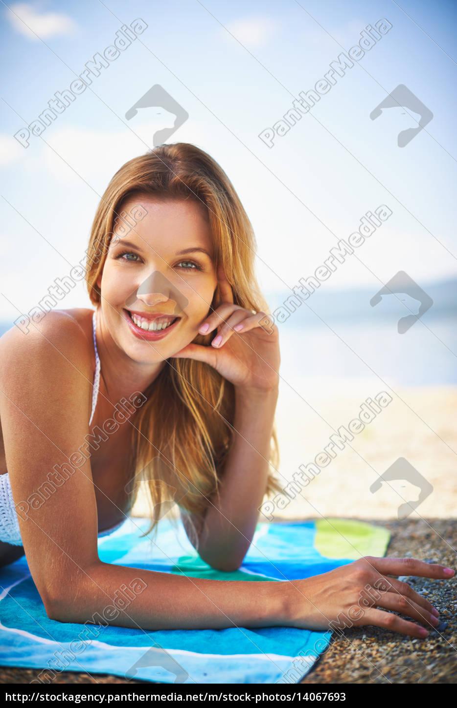 girl, on, the, beach - 14067693