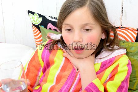 a, little, girl, has, a, sore - 14068765