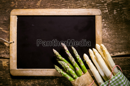 blank, chalkboard, with, asparagus, on, the - 14068295
