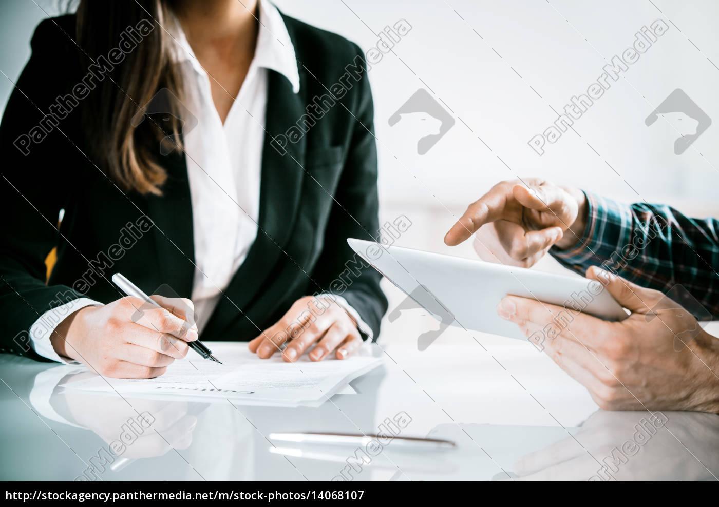 business, team, having, a, meeting - 14068107