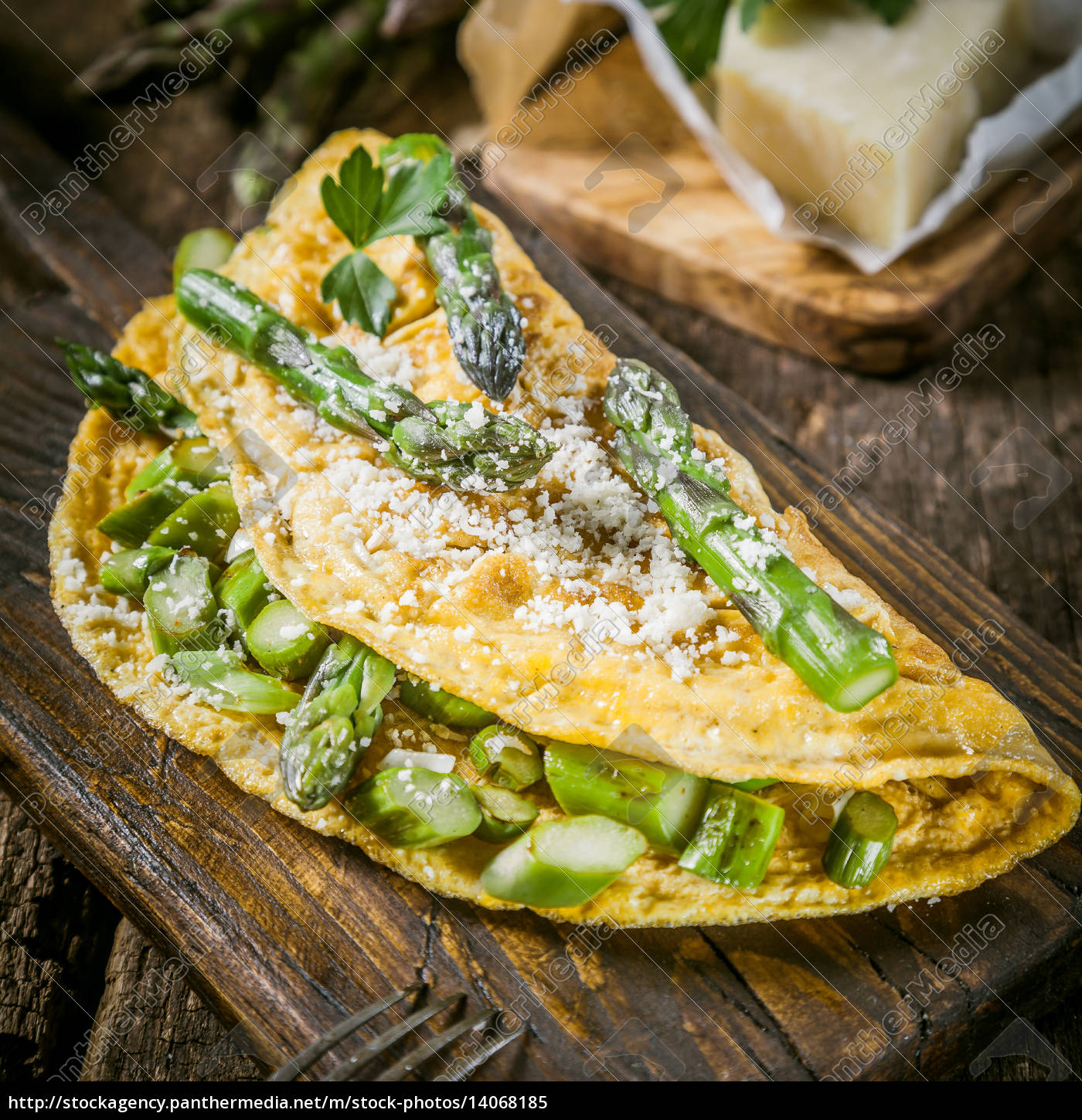 egg, omelette, garnished, with, asparagus, and - 14068185