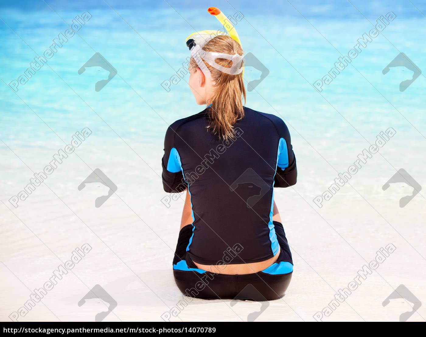 calm, diver, girl, on, seashore - 14070789
