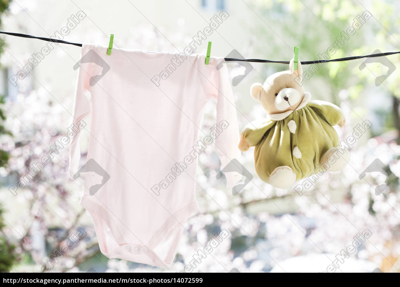 baby, clothes, hanging, on, the, clothesline - 14072599