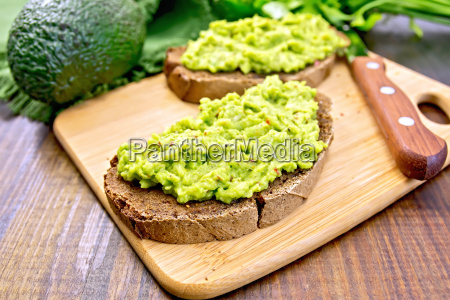 sandwich with avocado guacamole on board