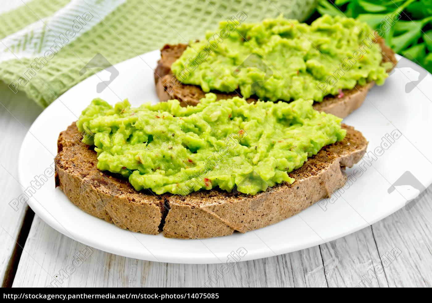 sandwich, with, guacamole, on, light, board - 14075085